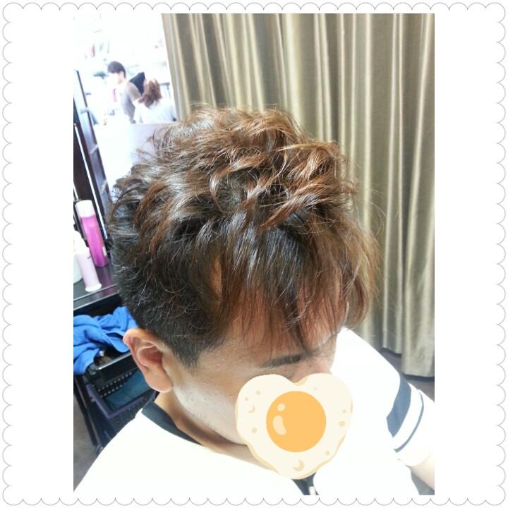 【前髪のウネルくせ毛】