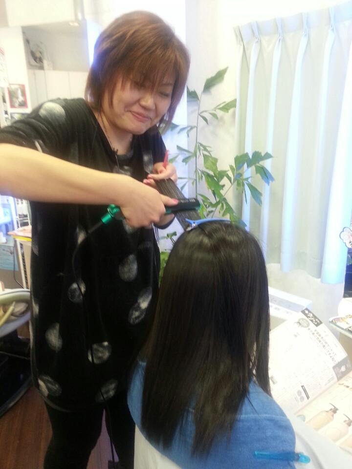 縮毛矯正 ツヤツヤサラサラのストレートが憧れなのです。