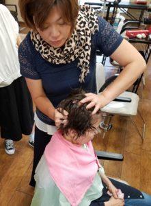 夏のヘアスタイル クセ毛